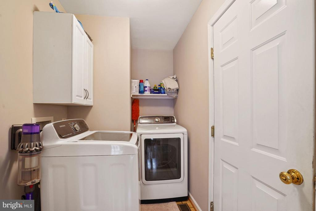 Main level laundry - 20311 BROAD RUN DR, STERLING