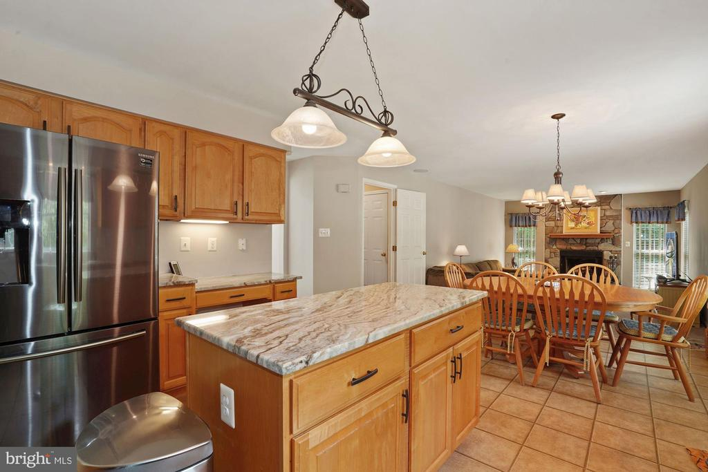 New black stainless appliances - 20311 BROAD RUN DR, STERLING