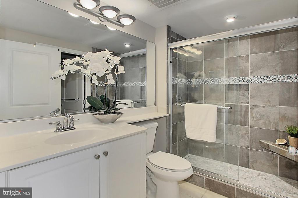 Upgraded bathroom has walk-in closet - 851 N GLEBE RD #1104, ARLINGTON