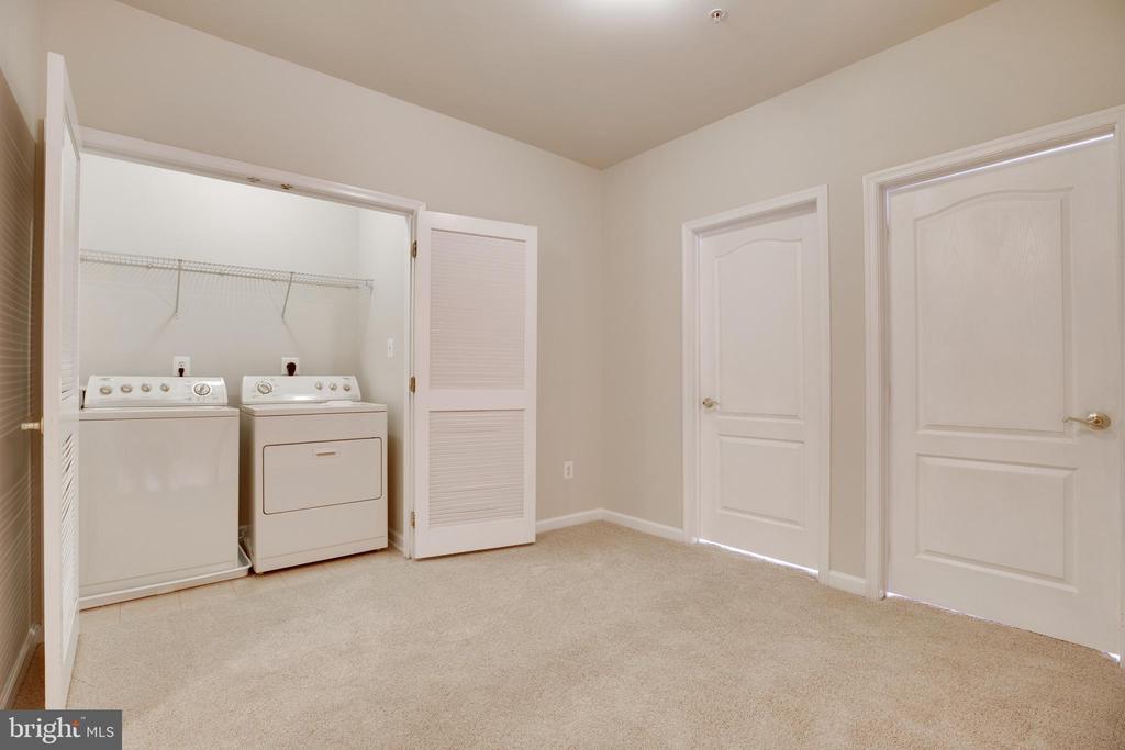 Bedroom Level Laundry - 22755 SETTLERS TRAIL TER, BRAMBLETON