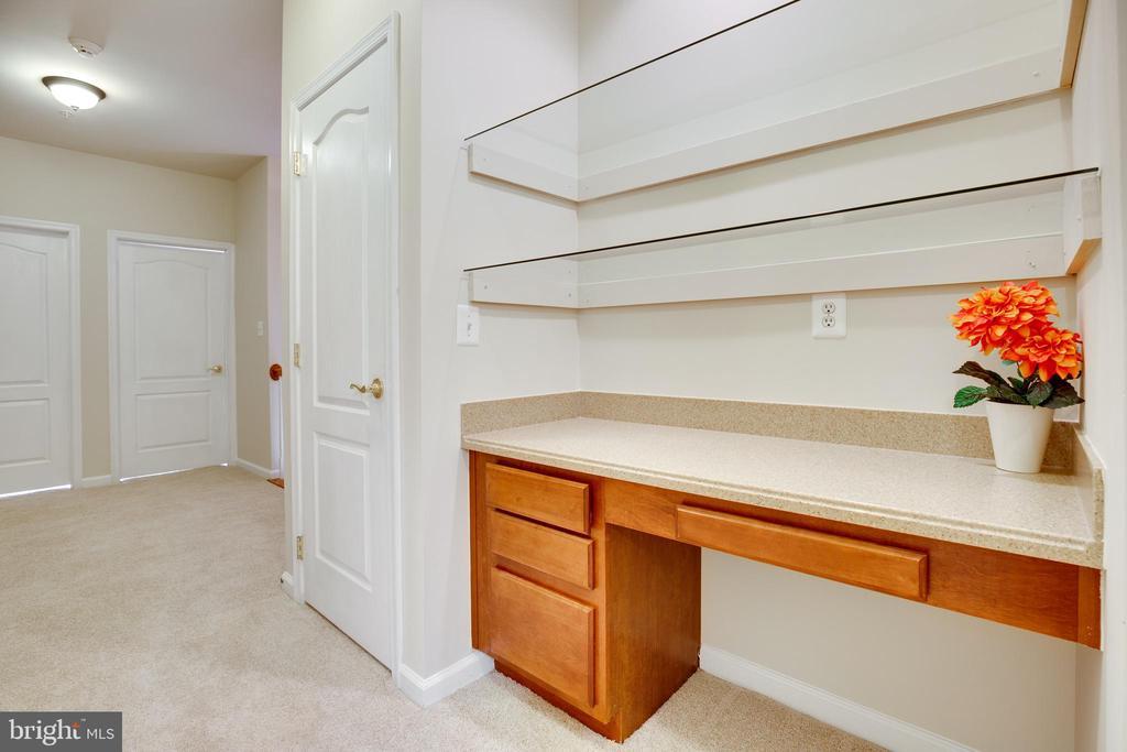 Planning Desk with Glass Shelves on Bedroom Level - 22755 SETTLERS TRAIL TER, BRAMBLETON