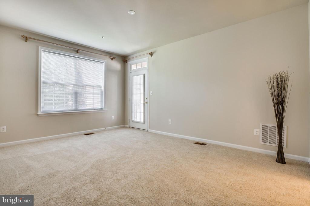 Huge Owners' Bedroom, 9' Ceilings - 22755 SETTLERS TRAIL TER, BRAMBLETON