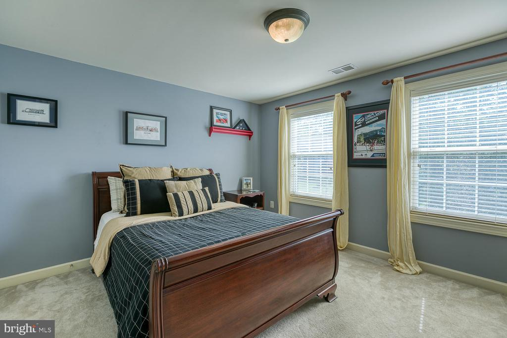 Large Bedroom #3 - 6 MOUNT ARARAT LN, STAFFORD