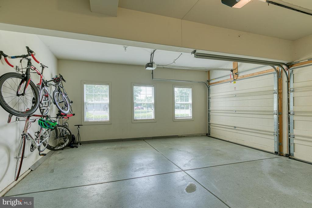 Pristine Garage w/ Painted Floor - 6 MOUNT ARARAT LN, STAFFORD