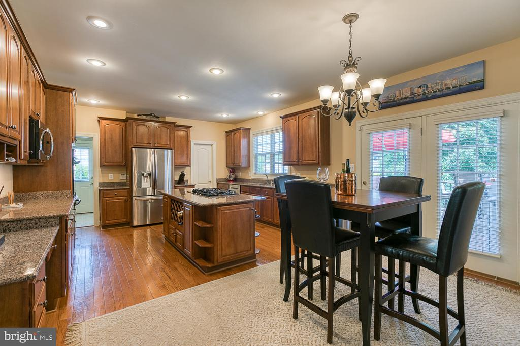 Large Gourmet Kitchen and Breakfast Room - 6 MOUNT ARARAT LN, STAFFORD