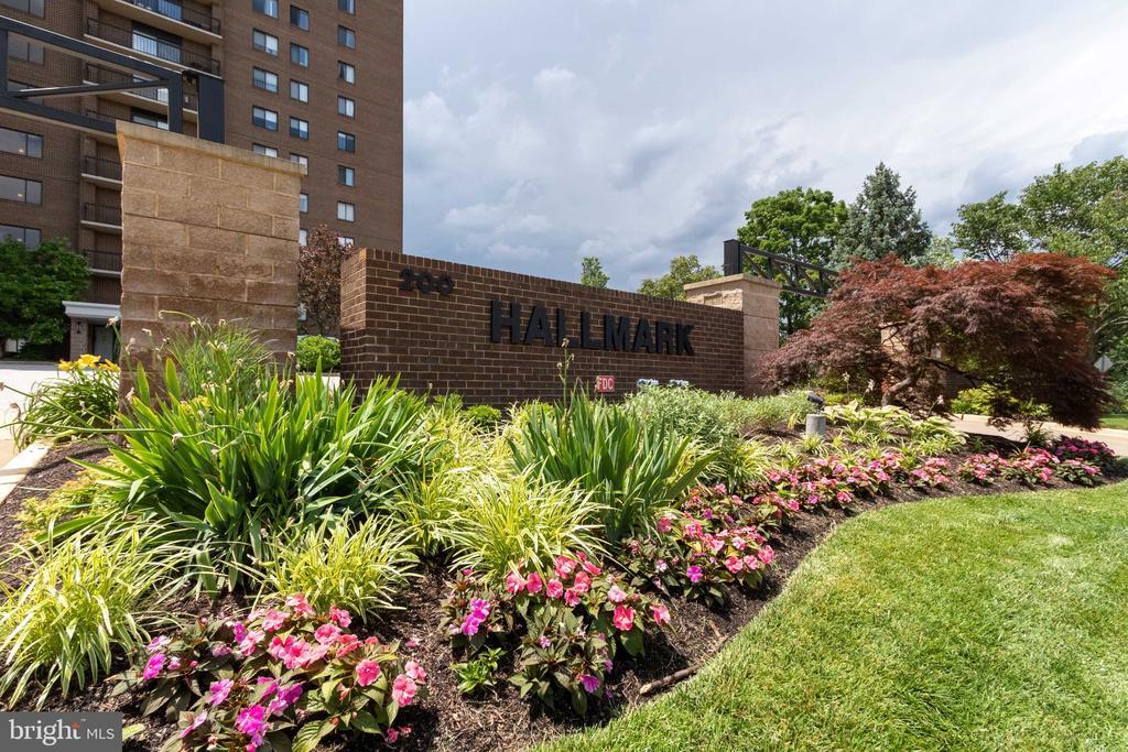 Welcome to the prestigious Hallmark Condominium! - 200 N PICKETT ST #907, ALEXANDRIA