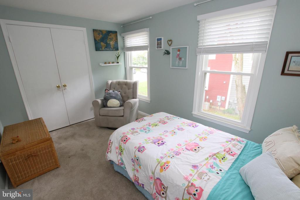 2nd bedroom has ample space and large closet - 11276 SILENTWOOD LN, RESTON