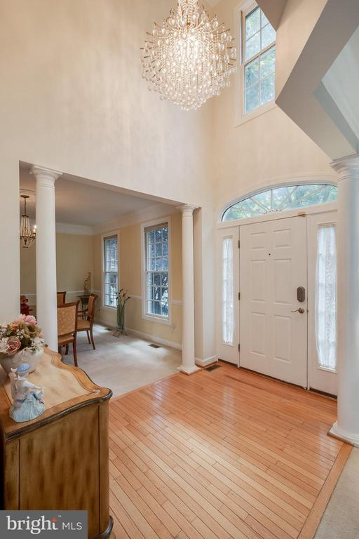 Beautiful Foyer - 618 LINSLADE ST, GAITHERSBURG