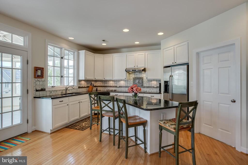 Kitchen - 618 LINSLADE ST, GAITHERSBURG