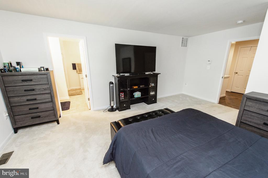 Master Bedroom - 4 WELLSPRING DR, FREDERICKSBURG