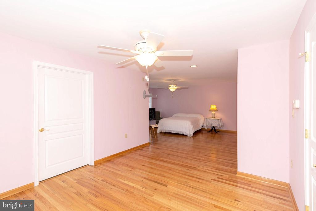 BEDROOM SUITE #2 - 390 NANSFIELD DR, HARPERS FERRY
