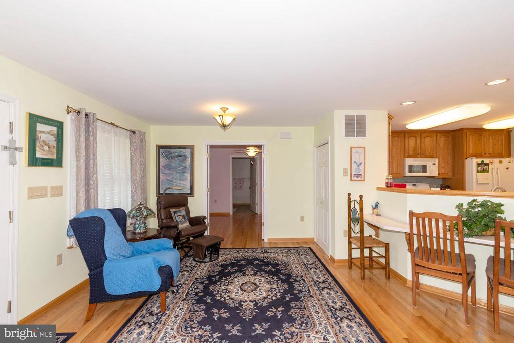 SITTING ROOM WITH ENTRANCE TO BEDROOM SUITE #2 - 390 NANSFIELD DR, HARPERS FERRY