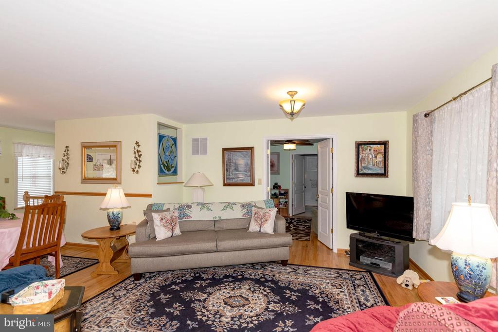 SITTING ROOM WITH ENTRANCE TO BEDROOM SUITE #1 - 390 NANSFIELD DR, HARPERS FERRY