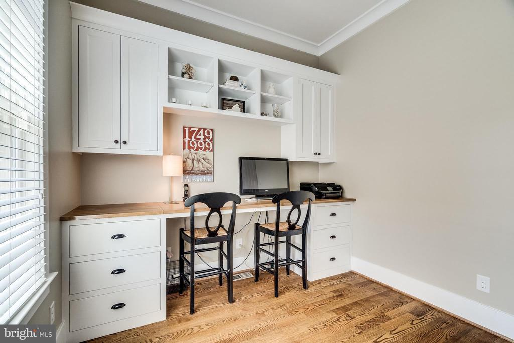 Second office with built-ins - 8720 PLYMOUTH RD, ALEXANDRIA