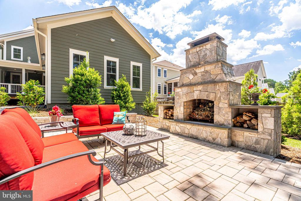 Stone fireplace - 8720 PLYMOUTH RD, ALEXANDRIA