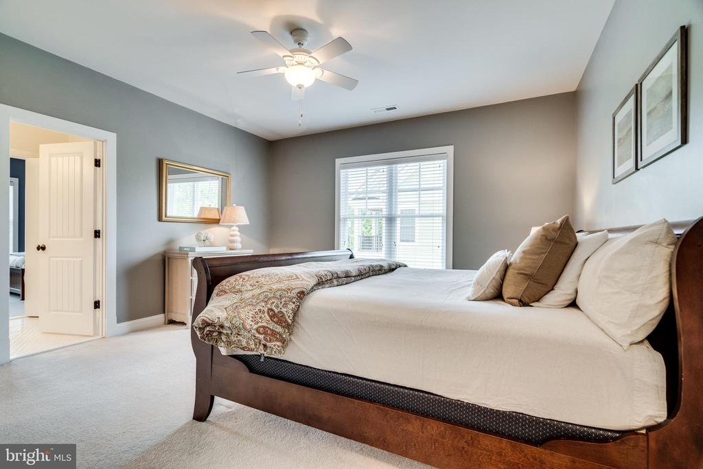 Bedroom #2 on upper level - 8720 PLYMOUTH RD, ALEXANDRIA