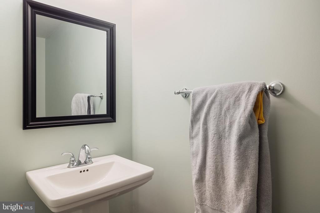 Basement Level Bath - 42919 SHELBOURNE SQ, CHANTILLY