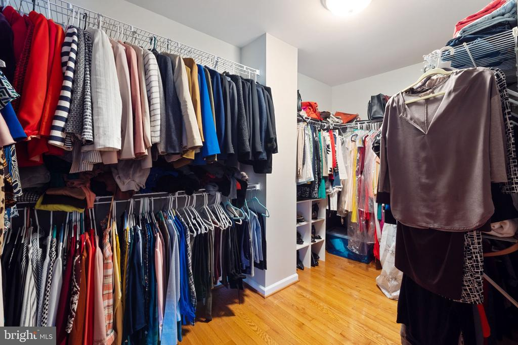 Expansive Master Walk-In Closet w/ Wood Floors - 42919 SHELBOURNE SQ, CHANTILLY