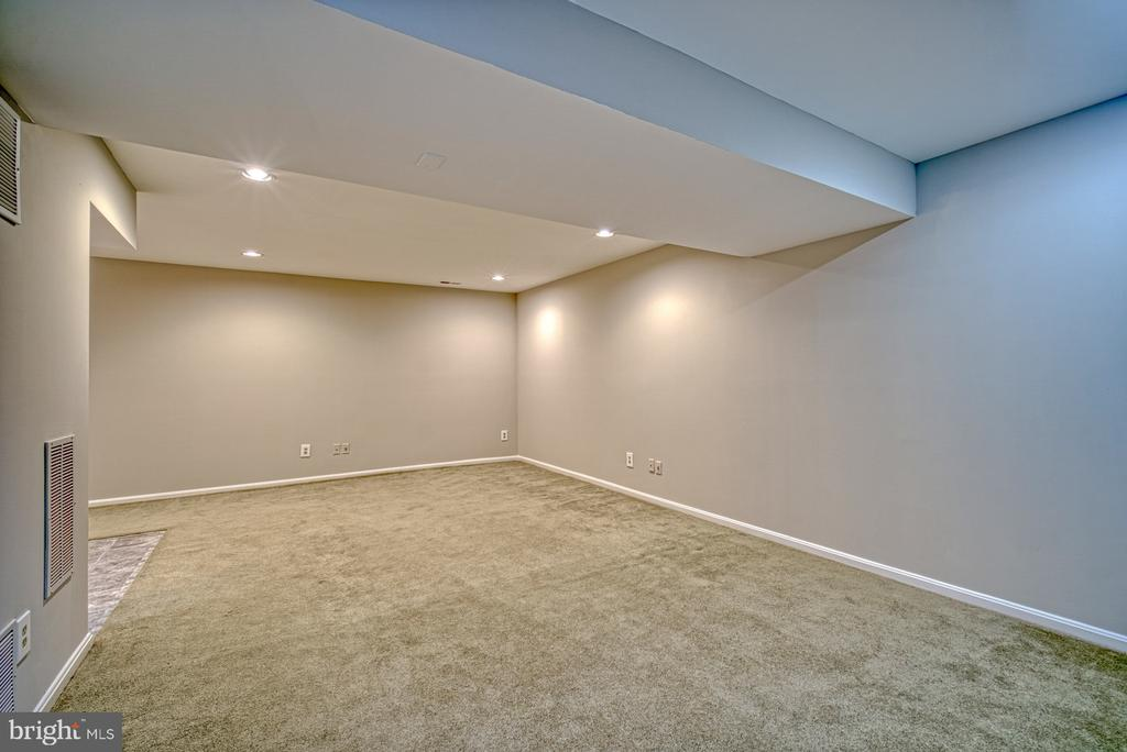 Perfect for media and gaming - 12302 CANNONBALL RD, FAIRFAX