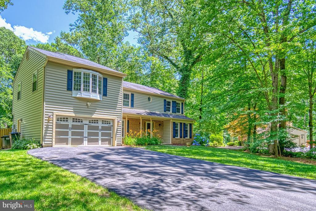 Wide driveway with plenty of parking - 12302 CANNONBALL RD, FAIRFAX
