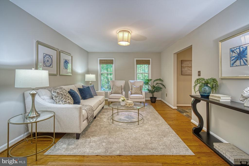 Plenty of space for entertaining - 12302 CANNONBALL RD, FAIRFAX