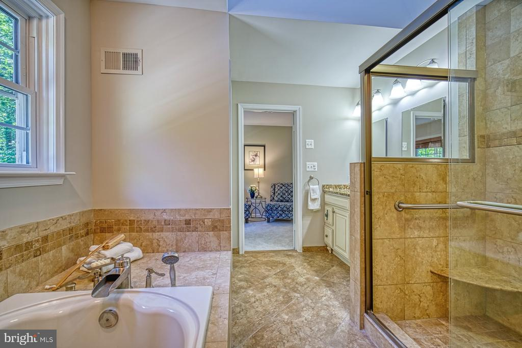 Walk-in shower and separate soaking tub - 12302 CANNONBALL RD, FAIRFAX