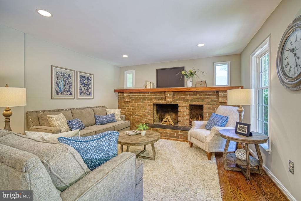 Wood burning fireplace with huge mantel - 12302 CANNONBALL RD, FAIRFAX