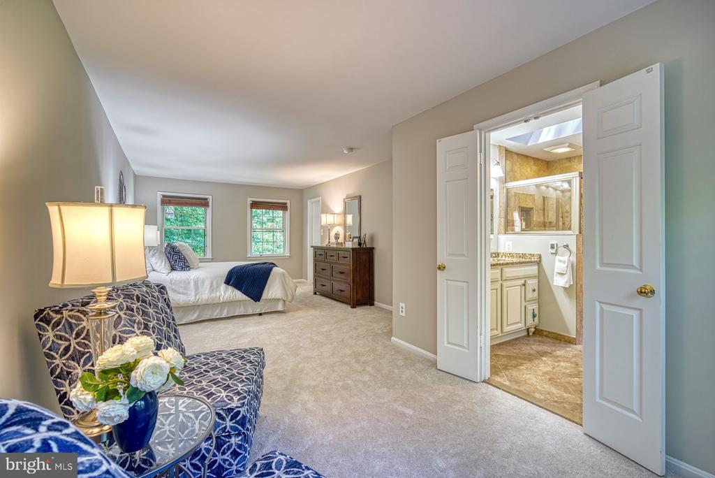 En-suite luxury bath - 12302 CANNONBALL RD, FAIRFAX