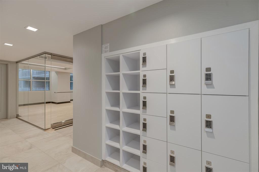 Lockers - 4100 CATHEDRAL AVE NW #810, WASHINGTON