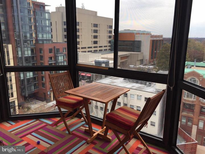 Enclosed Balcony - 24 COURTHOUSE SQ #810, ROCKVILLE