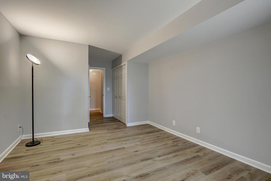 Bedroom #2 - Opposite View - 5901 MOUNT EAGLE DR #204, ALEXANDRIA