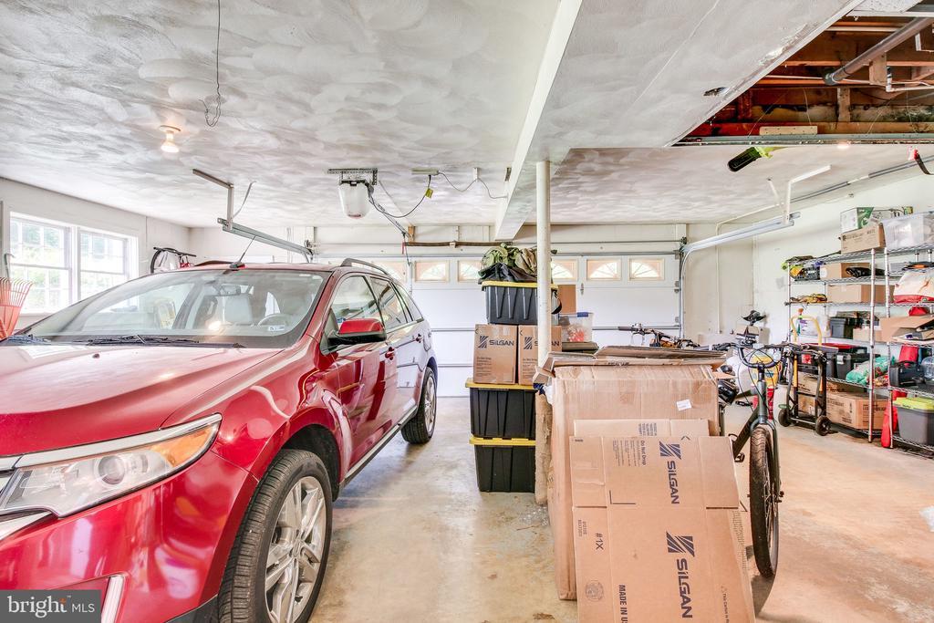 oversized 2 car garage (29x29) - 2718 FOX MILL RD, OAK HILL
