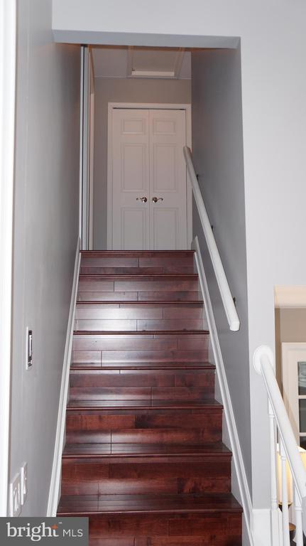 Stairs leading to the upper level - 12 DUDLEY CT, STERLING
