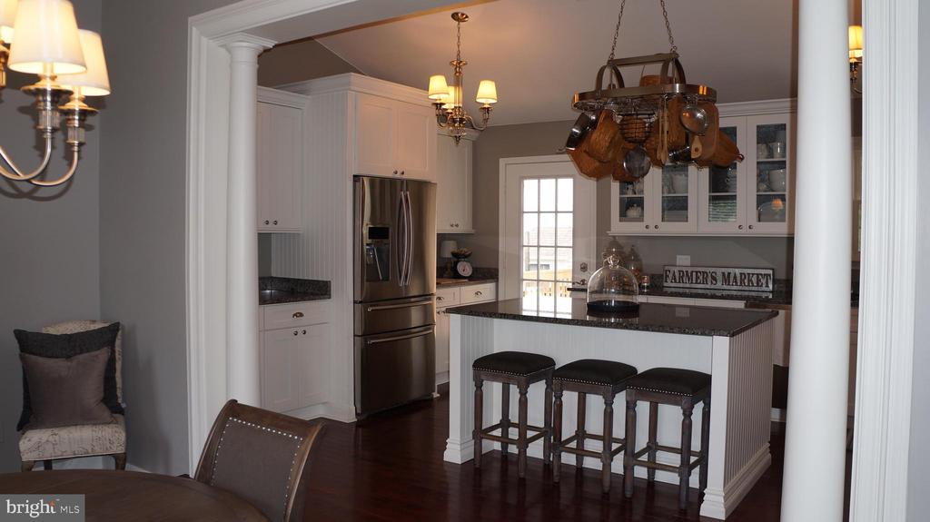 Huge kitchen with granite counterops. - 12 DUDLEY CT, STERLING