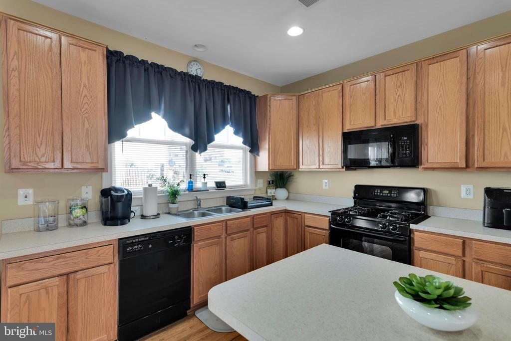 Tons of Cabinet Space! - 8187 COBBLE POND WAY, MANASSAS