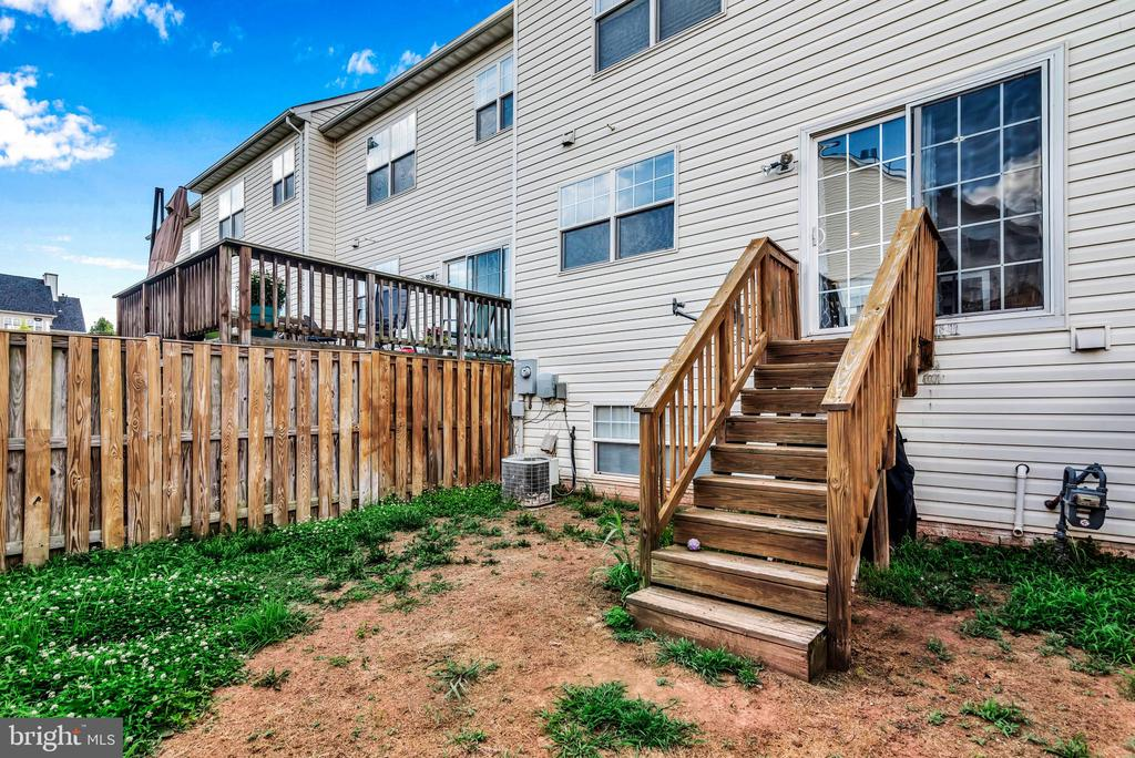 Back yard! - 8187 COBBLE POND WAY, MANASSAS