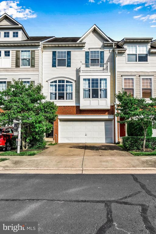 Front Yard Maintenance Managed by HOA! - 8187 COBBLE POND WAY, MANASSAS