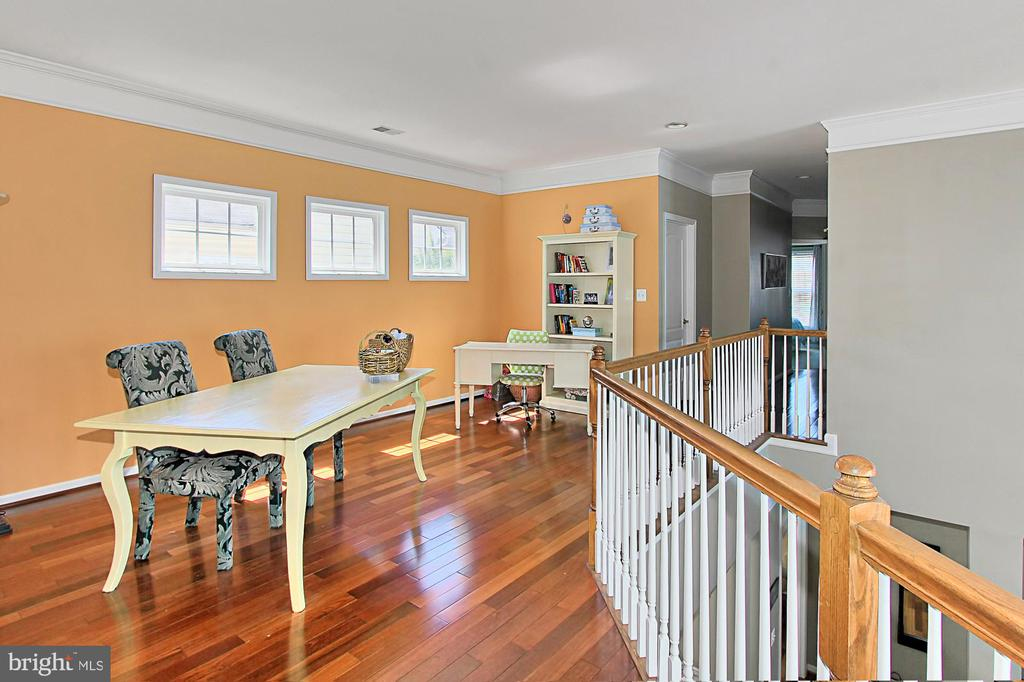 Upper level activity area - 21876 LARCHMONT WAY, BROADLANDS