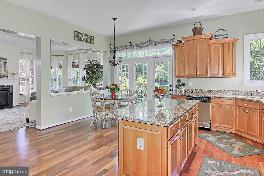 Gourmet Kitchen - 21876 LARCHMONT WAY, BROADLANDS