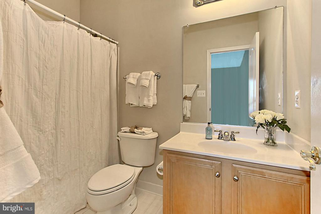 Bathroom - 21876 LARCHMONT WAY, BROADLANDS