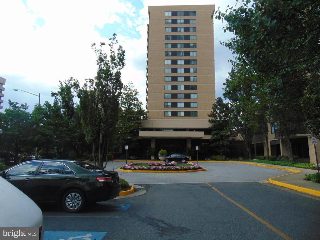 BUILDING FRONT VIEW - 3709 S GEORGE MASON DR #813, FALLS CHURCH