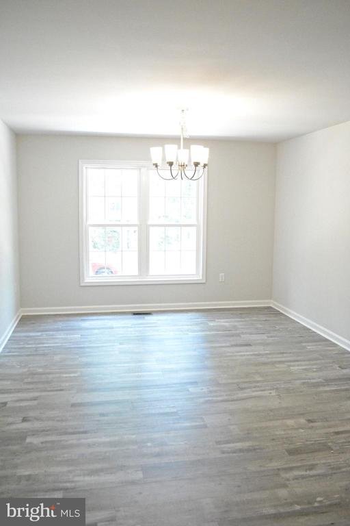 Spacious formal dining room - 111 APPLEVIEW CT, LOCUST GROVE