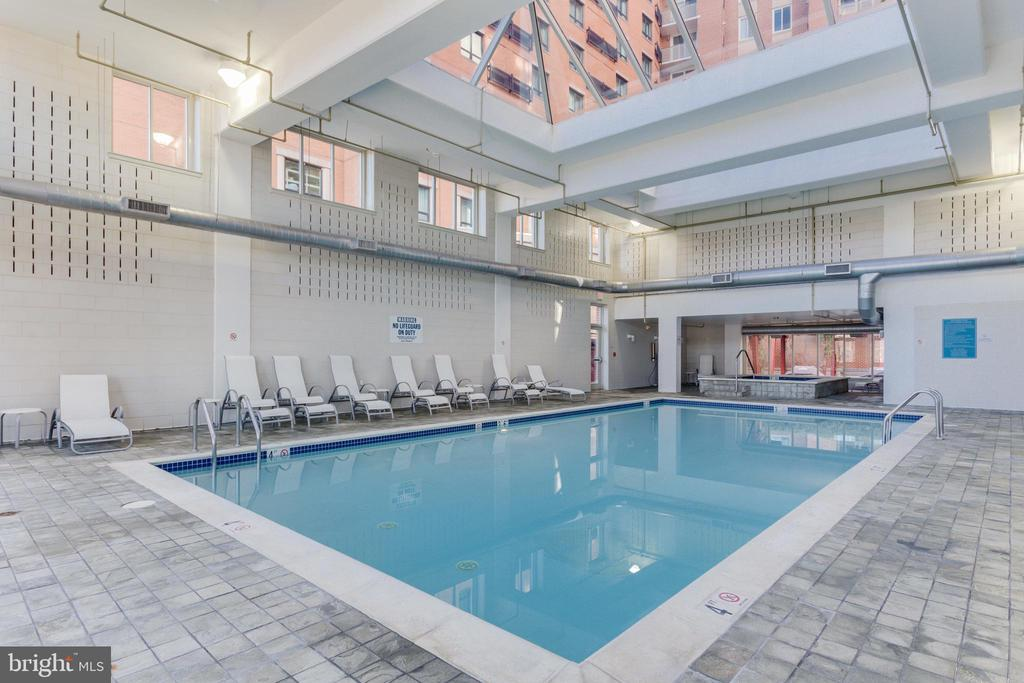 Indoor pool - 1000 NEW JERSEY AVE SE #202, WASHINGTON