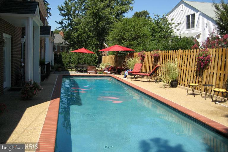 Gorgeous Pool - 1301 19TH RD S, ARLINGTON