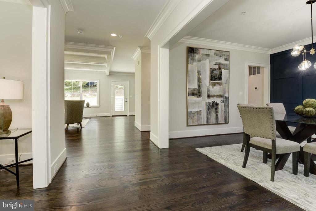 Lovely open floor plan - 8609 SEVEN LOCKS RD, BETHESDA