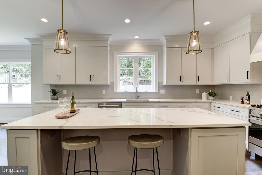 An island with seating - 8609 SEVEN LOCKS RD, BETHESDA