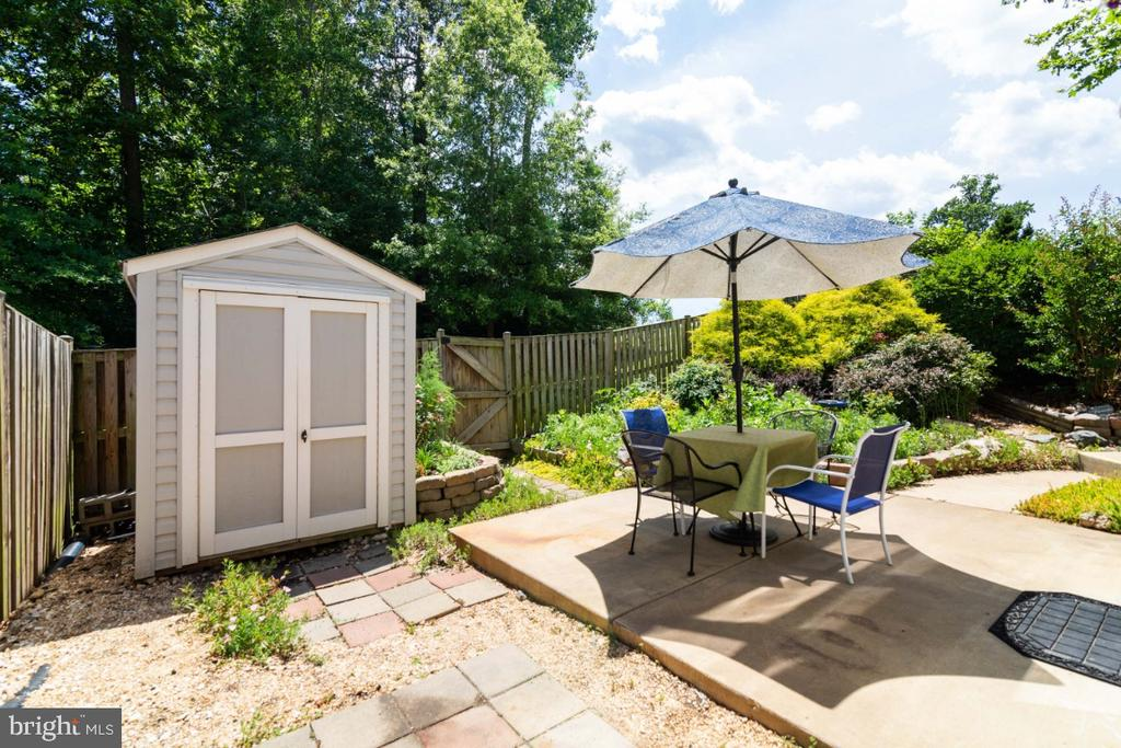 Patio and shed - 100 MACON DR, STAFFORD