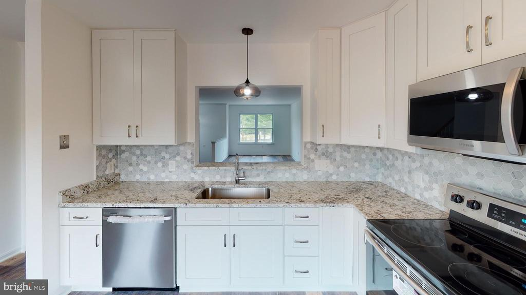New cabinetry, granite countertops & backsplash - 13616 WILDFLOWER LN, CLIFTON
