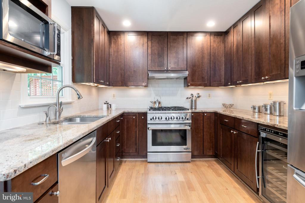 Updated kitchen with wine refrigerator - 9815 CAMPBELL DR, KENSINGTON