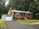 Welcome Home! Park in new garage - 6641 KERNS RD, FALLS CHURCH